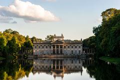 Palast auf Wasser Lazienki Warschau Stockfotos