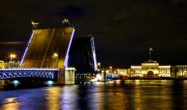 Palast-Brücke und Admiralität in St Petersburg Stockfoto