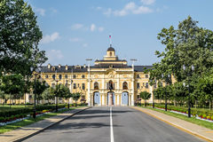 Palast Congres Palast-Constantine in Strelna auf einem sonnigen Sommer d Lizenzfreies Stockfoto