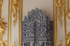 Palast de Catherine em St Petersburg em Rússia do interior com chaminé fotos de stock royalty free