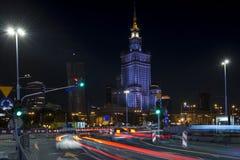 Palast der Kultur in Warschau an der Nachtzeit. Lizenzfreies Stockfoto