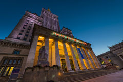 Palast der Kultur in Warschau an der Nachtzeit Stockbilder