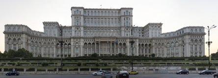 Palast des Parlaments in der Hauptstadt von Rumänien Bukarest lizenzfreie stockbilder