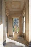 Palast Galliera-Innenraum mit Statue in Paris stockbilder