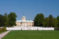 Palast im Arkhangelskoye Zustand Lizenzfreie Stockfotos