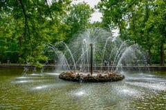 Palast Russlands Peterhof zur StPetersburg-Sommerzeit lizenzfreies stockfoto