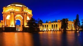 Palast von schönen Künsten nachts in San Francisco Stockbilder
