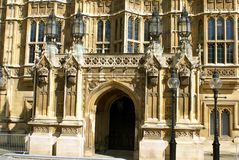 Palast von Westminster-Eingang in London, England, Europa Stockbilder