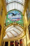 Palastinnenraum mit Fenstern, Oradea Stockbilder