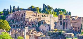 Palatino från Windows på Musei Capitolini i Rome Italien arkivbilder