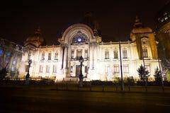Palatul CEC przy nocą w Bucharest, Rumunia Obrazy Royalty Free