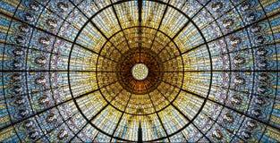 Palau DE La Musica Catalana dakraam van gebrandschilderd glas door Antoni Rigalt wordt ontworpen bleek ik wiens belangrijkst voor Stock Foto's