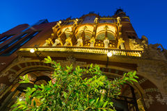 Palau de la Musica Catalana i afton Barcelona Royaltyfri Bild