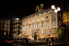 Palau (palácio) de la Generalitat de Catalunya noite Imagem de Stock