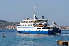 PALAU, SARDINIA/ITALY - 17 MEI: Arbataxautoveerboot die Palau verlaten Stock Fotografie