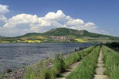 Palavabergen en de Dam van Nove Mlyny royalty-vrije stock afbeelding