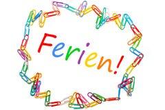 A palavra alemão pelos feriados de escola quadro por clipes coloridos imagem de stock royalty free