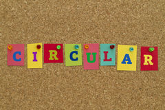 Palavra circular escrita em notas pegajosas coloridas Imagens de Stock Royalty Free