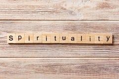 Palavra da espiritualidade escrita no bloco de madeira Texto na tabela, conceito da espiritualidade fotografia de stock