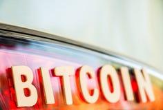Palavra de Bitcoin na luz da cauda Fotografia de Stock