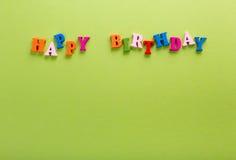 Palavra de letras de madeira da cor do feliz aniversario do alfabeto Fotos de Stock
