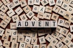 Palavra do ADVENTO escrita em blocos de apartamentos foto de stock