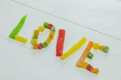 Palavra do amor com frutos cristalizados Fotografia de Stock Royalty Free