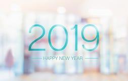 Palavra do ano novo feliz 2019 no offi pálido do salão de convenção da cor do borrão foto de stock royalty free