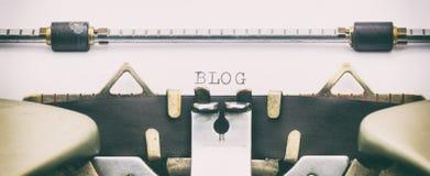 Palavra do BLOGUE em maiúsculo em uma máquina de escrever Fotos de Stock Royalty Free