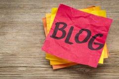 Palavra do blogue em uma nota pegajosa Imagens de Stock Royalty Free