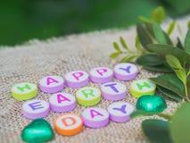 Palavra do Dia da Terra do alfabeto no fundo do saco Imagens de Stock