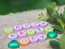 Palavra do Dia da Terra do alfabeto no fundo do saco Imagem de Stock Royalty Free