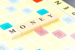 Palavra do dinheiro na placa do jogo Fotos de Stock