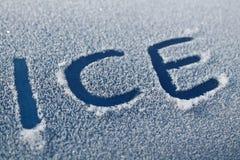 Palavra do gelo no carro Frost Fotos de Stock