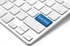 Palavra do sucesso na tecla ou na chave Fotos de Stock Royalty Free