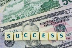Palavra do sucesso no fundo do dólar Conceito da finança Fotos de Stock