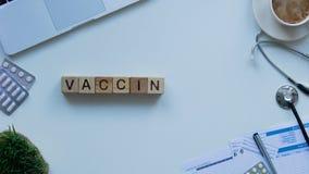 Palavra em cubos de madeira, prevenção pandêmica da vacinação, campanha de sensibilização vídeos de arquivo
