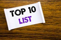 A palavra, escrevendo a parte superior 10 dez alista o conceito do negócio para a lista do sucesso dez redigida no papel de nota  Imagens de Stock Royalty Free