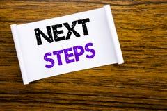 Palavra, escrevendo passos seguintes Conceito do negócio para Golas futuro e alvo escrito no papel de nota pegajoso na estrutura  Fotos de Stock Royalty Free