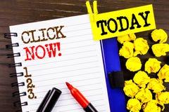Palavra, escrita, clique do texto agora Conceito do negócio para a bandeira do livro ou do registro do sinal para Join Apply escr imagem de stock royalty free