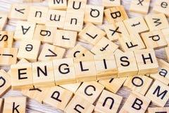 Palavra inglesa escrita no cubo de madeira Fundo de madeira do cubo Fotos de Stock