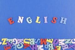 Palavra inglesa no fundo azul composto das letras de madeira do bloco colorido do alfabeto do ABC, espaço da cópia para o texto d Foto de Stock