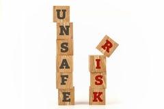 Palavra insegura e do risco escrita na forma do cubo Fotografia de Stock