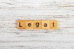 Palavra LEGAL feita com conceito de madeira dos blocos fotografia de stock