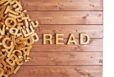 A palavra leu feito com letras de madeira Fotografia de Stock