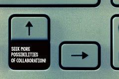 Palavra que escreve a busca do texto mais possibilidades de colaboração Conceito do negócio para procurar pela chave de teclado d imagens de stock