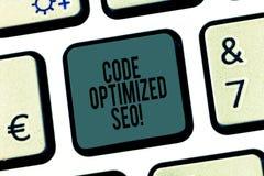 A palavra que escreve o código do texto aperfeiçoou Seo Conceito do negócio para o processo de afetar o Web site da visibilidade  imagem de stock royalty free