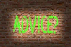 Palavra que escreve o texto Advicequestion O conceito do negócio para aconselhar a assistência do incentivo recomenda o tijolo do fotografia de stock royalty free