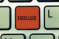 Palavra que escreve o texto Excellece Conceito do negócio para a qualidade de ser chave de teclado proeminente ou extremamente bo fotografia de stock