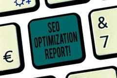 Palavra que escreve o texto Seo Optimization Report Conceito do negócio para a vista geral de um perforanalysisce do Web site no  imagem de stock